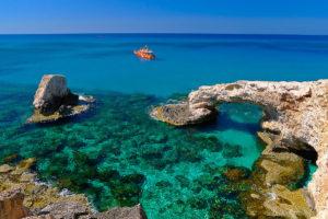 Отдохнуть весной на Кипре