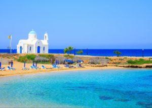 Отдохнуть весной на пляже Кипра