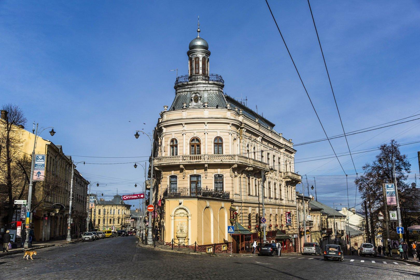 dom-korabl-v-chernovcah