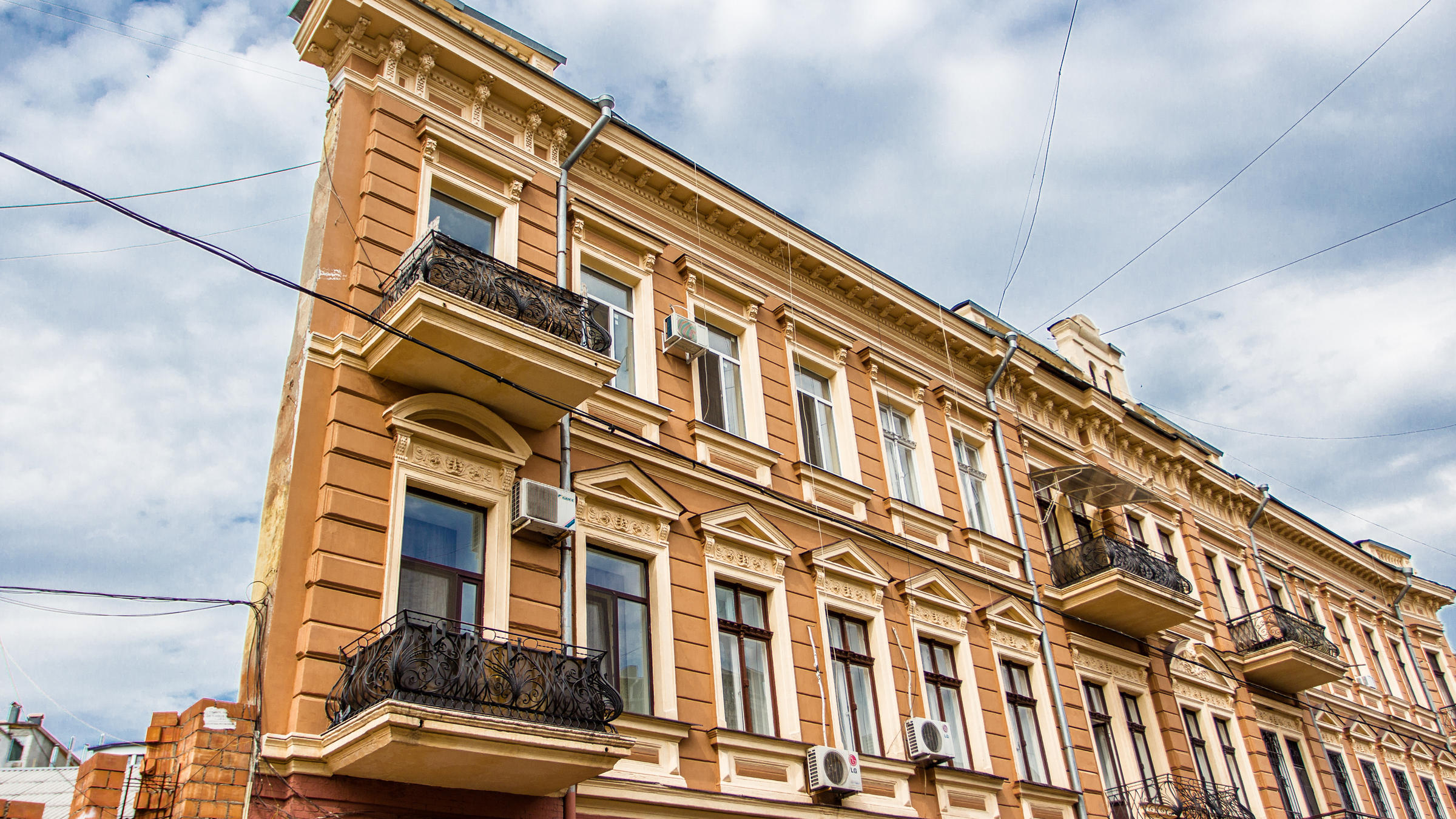 flat-house-Vorontsov-Lane-in-Odessa